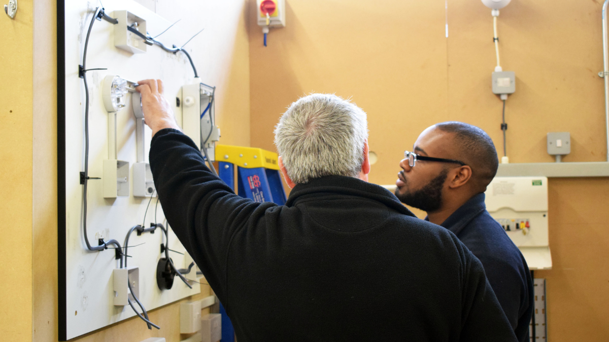 What Makes A Good Mentor - Electrical student and mentor